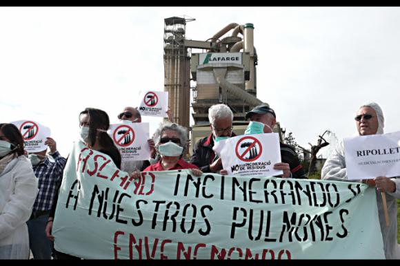 Campanya contra la incineració a la cimentera